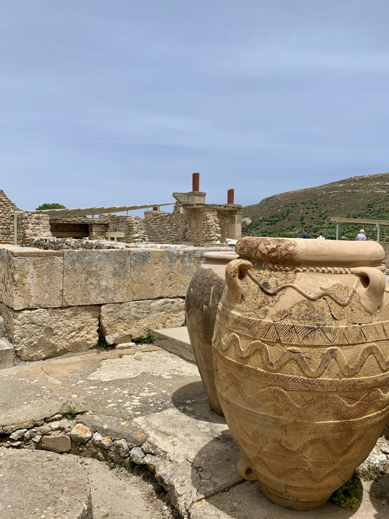 ancient pottery at palace of knossos